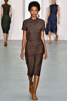 See all the Collection photos from Jasper Conran Spring/Summer 2017 Ready-To-Wear now on British Vogue Work Fashion, Fashion 2017, Denim Fashion, Fashion Show, Summer Work Outfits, Summer Dresses, Shorts Longs, Jasper Conran, Mein Style