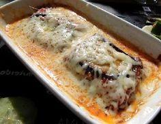 =Berenjenas en sala de queso= 3 berenjenas medianas Queso rallado cantidad necesaria Sal, pimienta 2 tomates =Salsa blanca= 3 tazas de leche  3 cucharadas coposas de harina  80gramos de mantequilla Sal, pimienta, nuez moscada