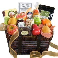 Expect the best in this gorgeous basket and you won't be disappointed. The freshest fruit with clearly superior artisan gourmet foods, exceptional cheese and baked offerings. Edible Fruit Baskets, Fruit Basket Delivery, Rustic Bakery, Fruits Basket Manga, Fruit Gifts, Incredible Edibles, Organic Fruit, Fruit In Season, Gourmet Recipes