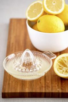 18 Common Kitchen Items That Will Revitalize Your Skin and Hair: Lemon as a Toner