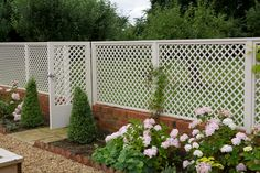 Classic trellis panels with matching gate