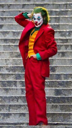 The Joker Movie is setting box office records for an October film release. It has already netted almost a billion world wide. Joker Film, Joker Comic, Joker Batman, Harley Quinn Cosplay, Joker Cosplay, Joker And Harley Quinn, Gotham Batman, Batman Art, Batman Robin