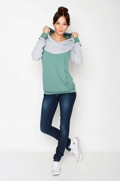 Viva la Mama | The grey-mint long-sleeved nursing & maternity hoodie MAYBEL has a comfortable and long cut but is also playful with its little dots. MAYBEL makes discreet breastfeeding everywhere possible.