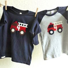 Camiseta con camión de bomberos