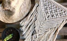 Macramê: tutoriais e 60 ideias criativas para conhecer a técnica Rope Crafts, Diy And Crafts, Macrame Design, Macrame Tutorial, Macrame Projects, Macrame Patterns, Birthday Diy, Diy For Kids, Decoration
