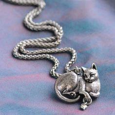 White Fluffy Cat Kitten Design Silver Pendant Glass Necklace New in Gift Bag