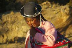 Pérou........... leur fameux chapeau melon !!! J'ai le même à la maison... je l'adore ;o)