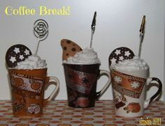 """""""Coffee Break!"""" Note holders with polymer clay """"Pan di Stelle""""/""""Gocciole"""" cookies and silicone whipped cream."""