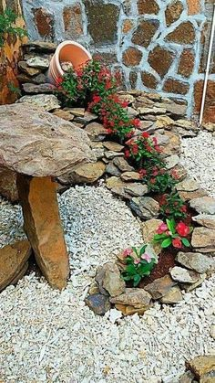 Simple, easy and cheap DIY garden landscaping ideas for front yards and backyard. - Simple, easy and cheap DIY garden landscaping ideas for front yards and backyards. Front Yard Landscaping, Landscaping Design, Mulch Landscaping, Luxury Landscaping, Black Rock Landscaping, Corner Landscaping Ideas, Decorative Rock Landscaping, Waterfall Landscaping, Hydrangea Landscaping
