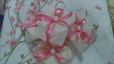 Confira nosso novo catalogo de bem casados. Lindas embalagens para dar mais charme ao seu casamento.  orcamento@artepincelecia.com.br @artepincelecia 3751-4560
