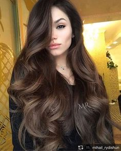 Long Hair Women's Styles : If you are about to get yourself black hair, there are some things that you shou. Trendy Long Hair Women's Styles Wenn Sie kurz davor sind, sich schwarzes Haar zuzulegen, Hair Color For Women, Hair Color For Black Hair, Brown Hair Colors, Wavy Black Hair, Thin Hair, Thick Long Hair, Natural Black Hair, Black Curls, Brown Curls