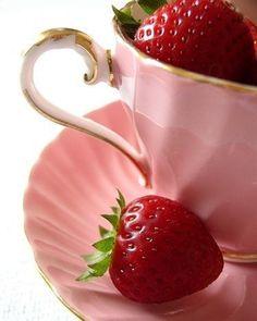 .  .  #instagram  #glamour #fashion #style #instastyle #goodmood #likeit #coolstagram #becool #mylife #thinklesslivemore #lovelife #beyourself #loveparis #loveNY #mycity #krasnodar #TheParisGuru #amazing #love #mood #pink #red #strawberry #morning #friday #летнеенастроение #летомаленькаяжизнь #утропятницы #завтравыходной