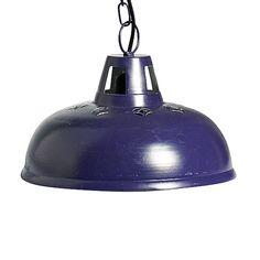 Die Nordal Lampe ist mit einer schöner Muster Aussparung versehen und verbreitet nach unten ein angenehmes Wohlfühllicht. Dank der Kettenaufhängung ist die Höhe der lila Lampe im Industrie Look individuell verkürzbar. Die Nordal Lampe...