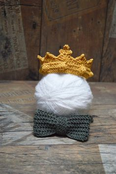 Ready to ship  This listing is for one (1) crown and one (1) bow tie! Hand Crocheted Golden Crown/ Bowtie for Baby Boy/Girl . Would make a very cute photo prop for a new prince or princess.This adorable Set is perfect for your little gentleman and for babys first photo shoot. Your dapper boy will look sharp dressed like the big boys. :) :) :) Are you or someone you know expecting a baby boy? This bowtie will make the perfect addition to your gift for their baby shower!  Size: Crown - 10 (25…