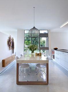 Sala de jantar esbanja claridade