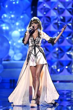 All the best looks from today's Victoria's Secret Fashion Show: Taylor Swift