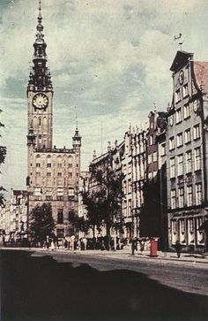 Długi Targ w roku 1940 / Long Market in 1940 Danzig, Central Europe, Historical Photos, Hungary, Beatles, Old Photos, Big Ben, Online Marketing, Philadelphia