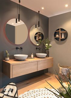 modern bathroom with floating vanity and twin sinks Modernes Badezimmer mit schwimmendem Waschtisch und zwei Waschbecken – Modern Bathroom Design, Bathroom Interior Design, Bathroom Designs, Contemporary Bathrooms, Interior Modern, Modern Bathroom Sink, Spa Interior, Bathroom Black, Boho Bathroom