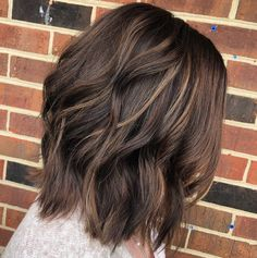 Haircuts for thin fine hair, mom haircuts, mom hairstyles, short bob Short Brunette Hair, Brunette Bob, Wavy Hair, Babylights Brunette, Blonde Hair, Fine Hair, Wavy Lob, Brunette Color, Dark Chocolate Brown Hair