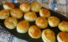 Pastelitos de Carne (Cuban Meat Pastries) - Hispanic Kitchen. these look SO GOOD! ...chopped beef, puff pastry, a few simple spices.. yum!