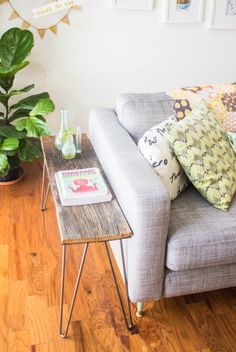 crafts Table Hairpin Legs - DIY End Tables That Look Stylish and Unique Home Living Room, Apartment Living, Living Room Decor, Living Spaces, Condo Living, Apartment Ideas, Home Interior, Interior Design, Modern Interior