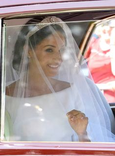 Meghan Markle arrives at Windsor Castle ahead of her wedding to Prince Harry on May 2018 in Windsor, England. Prince Henry Charles Albert David of Wales marries Ms. Meghan Markle in a service at. Harry And Meghan Wedding, Harry Wedding, Prince Harry And Megan, Prince Wedding, Royal Brides, Royal Weddings, Princesa Diana, Meghan Markle Wedding Dress, Prinz Harry