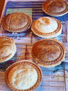 Pam's Midwest Kitchen Korner: Mini Pies ~ Blueberry & Apple Too Mini Pie Recipes, Waffle Maker Recipes, Apple Recipes, Blueberry Recipes, Sunbeam Pie Maker, Breville Pie Maker, Easy Desserts, Dessert Recipes, Breakfast Recipes
