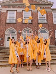 high school finally over with Graduation Picture Poses, Graduation Photoshoot, Grad Pics, Graduation Pictures, Photos Bff, Best Friend Photos, Best Friend Goals, High School Life, High School Seniors