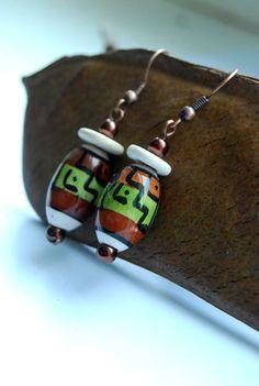 """Diese Ohrhänger wurden im Rahmen der Aktion Kunstraub kreiert. Titel der 6. Aktion: """"MusterHäuser"""" - Gemeint ist die vor allem in Westafrika tradi..."""