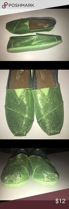 Toms Green Glitter Slip On's (4 Youth) Super cute green glitter shoes. Has some wear at front of shoe and a little on the back (shown in pics) still in good used condition. Great for St. Patrick's Day coming up or just a cute shoe for spring. Smoke free  Pet friendly home  Toms Shoes