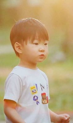 Juhan Ryu (portrayed by Song Daehan) is Tae's son with Sunhwa (if he doesn't marry Janis or Esme), and is Munchie's half-brother. Superman Baby, Korean Babies, Asian Babies, Cute Kids, Cute Babies, Baby Kids, Triplet Babies, Song Daehan, Song Triplets