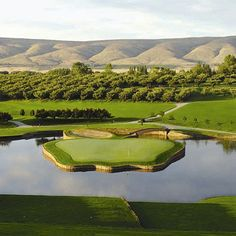 The 17th hole at the Apple Tree Golf Course in Yakima, WA sits on a tiny apple-shaped island. #appletreegolf