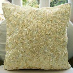 Декоративная подушка из шелка