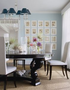 Classic frame wall From Elle Decor Blue Dinning Room, Dining Room Design, Dining Rooms, Dining Table, Dining Set, Blue Rooms, Blue Walls, White Rooms, Elle Decor
