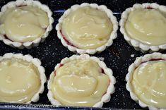 Tarte cu crema de vanilie si zmeura - CAIETUL CU RETETE Panna Cotta, Pudding, Sweets, Cookies, Ethnic Recipes, Desserts, Food, Pie, Crack Crackers