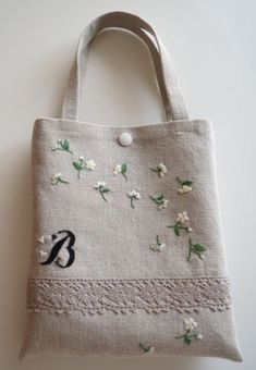 Embroidery Purse, Embroidery On Clothes, Hand Embroidery Designs, Diy Bags Purses, Diy Purse, Crochet Shoulder Bags, Handmade Handbags, Fabric Bags, Cloth Bags