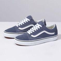 Vans Old Skool. The original classic side stripe skate shoe. Built with Vans DNA. Women's Shoes, New Shoes, Cute Shoes, Me Too Shoes, Shoe Boots, Vans Sneakers, Sneakers Fashion, Fashion Shoes, Mens Fashion