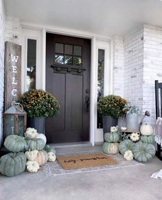 15+ Beautifully Inspiring Fall Front Porch Decorating Ideas Fall Home Decor, Autumn Home, Autumn Fall, Outside Fall Decorations, Decoration Entree, Favorite Paint Colors, World Of Interiors, Porch Decorating, Decorating Ideas