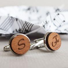Personalisierte Manschettenknöpfe - individuelle Manschettenknöpfe - personalisierte individuelle Holz erste Manschettenknöpfe Manschettenknöpfe sind wieder in Mode und sie sind der perfekte Weg, um noch mehr Klasse zu Ihrem Anzug oder Tux hinzufügen. Diese bezaubernden
