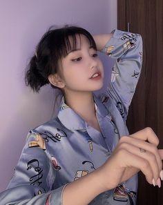 Cute Korean Girl, Art Reference Poses, Ulzzang Girl, Asian Woman, Korean Fashion, Anime, Ruffle Blouse, Boys, Sexy