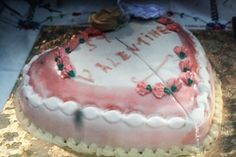 cake from picnic at hanging rock via Herriott - such a terrifying movie! i should remake this cake