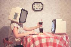 Cada vez mais isolados do mundo real, imersos em nós mesmos, perdidos... É preciso salvar-se da inércia. www.eCycle.com.br Sua pegada mais leve.
