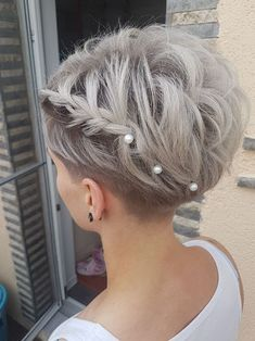 Discover recipes, home ideas, style inspiration and other ideas to try. Pixie Wedding Hair, Short Bridal Hair, Half Up Wedding Hair, Curly Wedding Hair, Veil Hairstyles, Vintage Wedding Hair, Bridal Hair Flowers, Wedding Hairstyles For Long Hair, Hairstyle Short