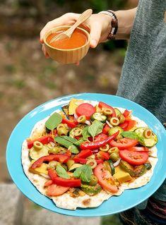 Вкусна пица на тиган с много зеленчуци и веган кашкавал Vegan Pizza, Tacos, Ethnic Recipes, Food, Meal, Essen, Hoods, Meals, Eten