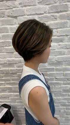 Round Face Haircuts Medium, Haircuts For Thin Fine Hair, Easy Hairstyles For Medium Hair, Mom Hairstyles, Short Bob Haircuts, Short Hair Cuts For Women, Shaved Side Hairstyles, Girl Short Hair, Short Choppy Hair