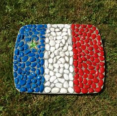 Acadian garden stepping stone Stepping Stones Kids, Stepping Stone Walkways, Summer Crafts, Diy Crafts For Kids, Craft Ideas, Acadie, Picnic Blanket, Outdoor Blanket, Shed Decor
