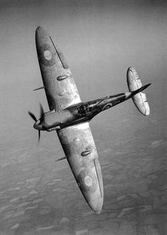 Spitfire R6923 QJ-S over southern England May 1941