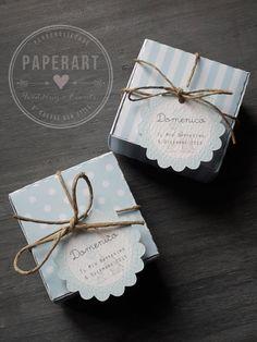 Scatoline porta confetti, Mod. Fantasy, completa (scatolina + bigliettino + spago). Confetti NON inclusi. Linserzione si riferisce a: * nr. 10 scatoline Mod. Fantasy, misura base 5.5cm*5.5cm, 3.0cm h * nr. 10 tags personalizzati, diametro 4.4cm completi di spago naturale Tutto il Baby Gift Box, Baby Box, Baby Gifts, Easy Paper Crafts, Cute Crafts, Diy And Crafts, Elephant Shower, Elephant Theme, Surprise Box Gift