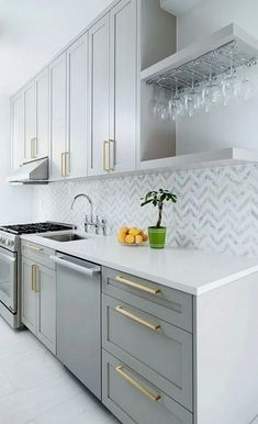 13 Gorgeous Grey & White Kitchen Designs – diy kitchen decor on a budget Home Decor Kitchen, Interior Design Kitchen, Home Kitchens, Kitchen Modern, Modern Kitchens, Dream Kitchens, Modern Farmhouse, Cheap Kitchen, Small Kitchens