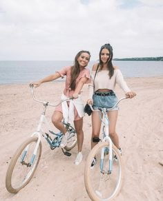 bike rides with friends in the prettiest place 🌞💛 - Trendy Cute Beach Pictures, Poses For Pictures, Bff Pictures, Best Friend Pictures, Friend Photos, Beach Photos, Cute Photos, Bff Pics, Friends Instagram